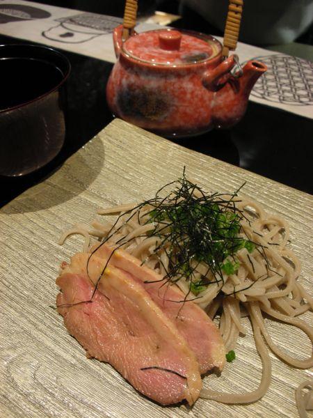 枝魯枝魯(ギロギロ)パリ_a0104387_22173929.jpg