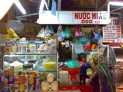 San Art in Saigon ディン・Qがつくったアートセンター訪問記 _b0074921_23291930.jpg