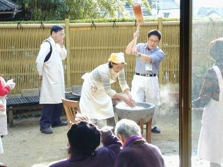 お餅つき大会<アクティブライフ中町倶楽部>_c0107602_1339147.jpg