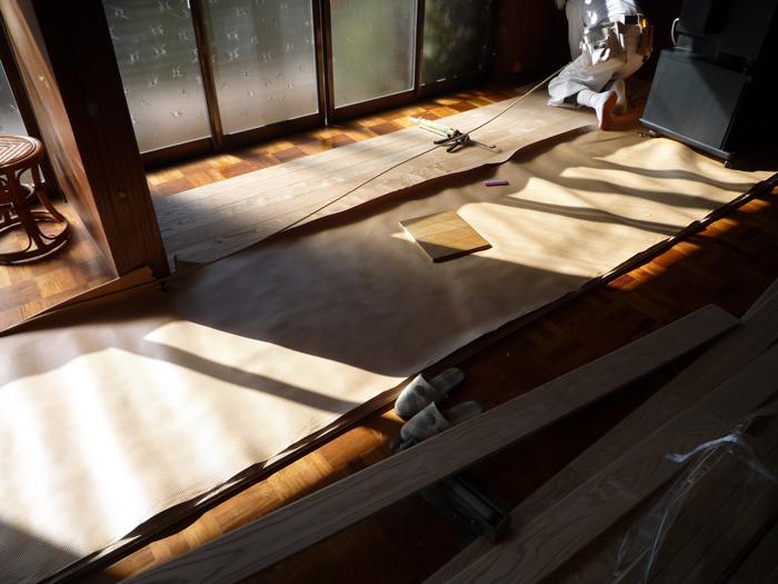 床貼りリフォーム初日です_a0148909_71234.jpg