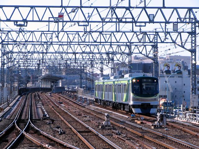 09/12/19 - 東急7000系7105F雪が...