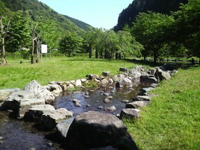 犬鳴きダム(司書の湖)の奥に、こんなキレイな公園が。_e0188087_1432589.jpg