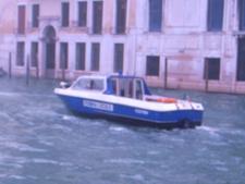 朝の交通ラッシュ~水の街ヴェネツィアにて_f0106597_22183714.jpg
