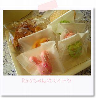 箱一杯のお菓子_e0161258_0553286.jpg
