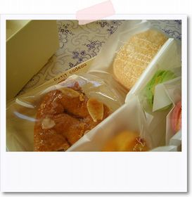 箱一杯のお菓子_e0161258_0554984.jpg