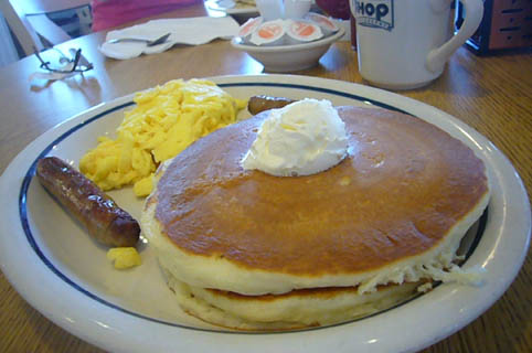 breakfast at the IHOP._c0153966_2131672.jpg