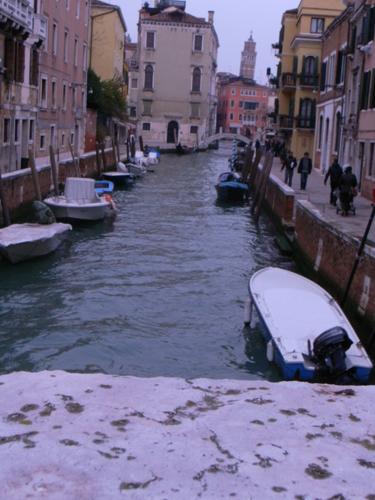 路地もまた魅力的なヴェネツィアです_f0106597_17582866.jpg