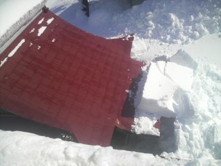 雪下ろし!! がんばりすぎた・・・。_a0128408_8162967.jpg