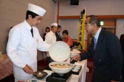 日田市観光協会を視察する知事