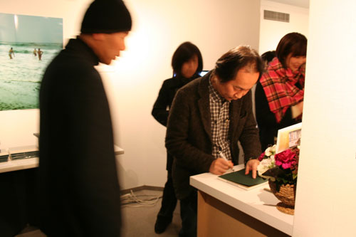 Jun Kawabata 写真展がスタートしました!_f0171840_1419619.jpg