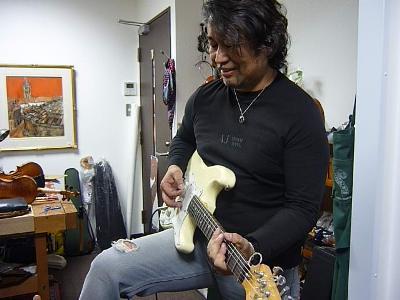 川手勝弘さんというバイオリンショップオーナーについて。_e0188087_15471635.jpg