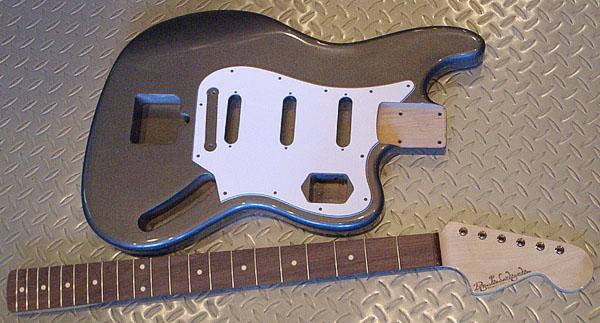 白谷さんオーダーの「Bass 6 Type」の塗装が完了〜!_e0053731_1951253.jpg