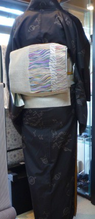 自然派ワインの試飲会へ手織りの帯で。_f0181251_16372192.jpg