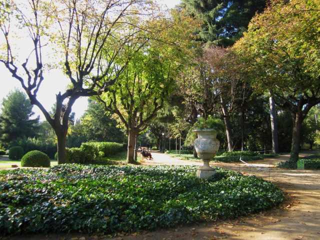 ペドラルベス宮の散歩  Paseo in el Palau de Pedralbes_b0064411_7313468.jpg
