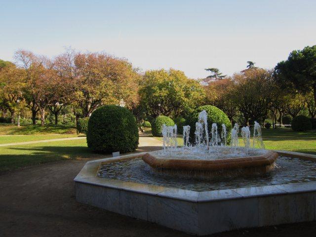ペドラルベス宮の散歩  Paseo in el Palau de Pedralbes_b0064411_7361048.jpg