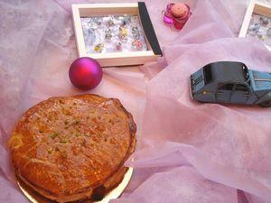 新年のお菓子、ガレット・デ・ロワ@ストラスブール_b0126715_0124580.jpg