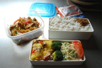 お昼ごはんはお弁当♪_c0181457_3172254.jpg