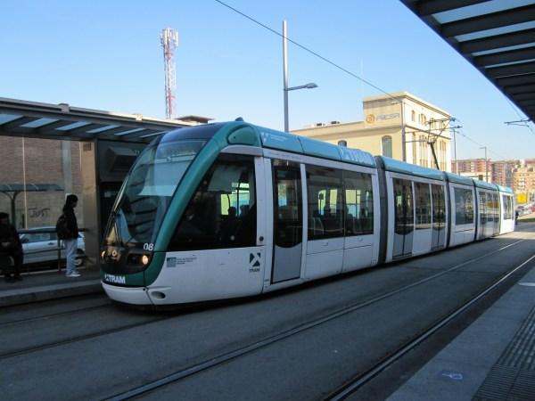 トラムに乗って・・・   Tram de Barcelona_b0064411_136999.jpg