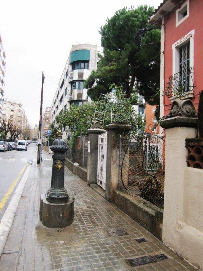 キンタアメリア公園近くの町並み Casas de la calle d\'Ifni_b0064411_6553683.jpg