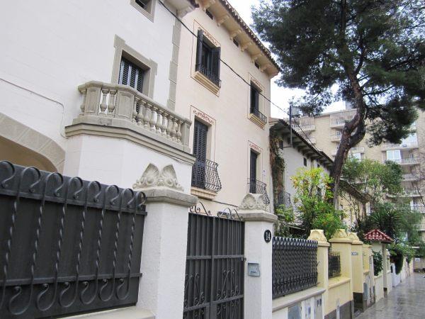 キンタアメリア公園近くの町並み Casas de la calle d\'Ifni_b0064411_6584189.jpg