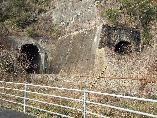 JR呉線小屋浦隧道 もうひとつの使われないトンネル_b0095061_121325.jpg