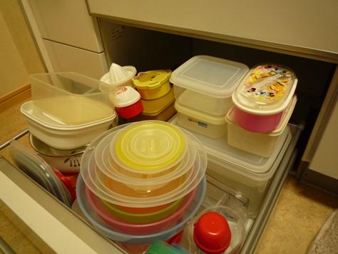 キッチンの引き出しパンパン・・・ タッパの収納_e0123286_202523.jpg