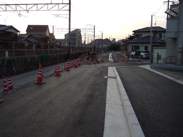 中店に作られた線路沿いの新たな歩行者専用道_b0095061_925487.jpg