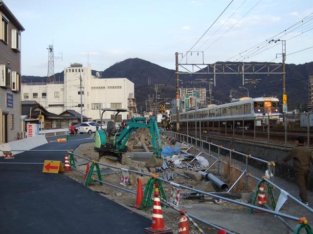中店に作られた線路沿いの新たな歩行者専用道_b0095061_926874.jpg