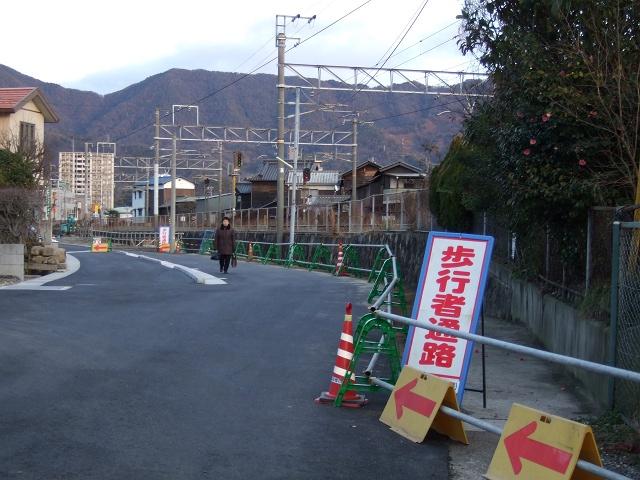 中店に作られた線路沿いの新たな歩行者専用道_b0095061_9272222.jpg