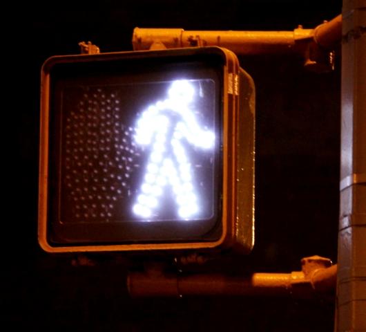 世界の歩行者用信号機の「青」マークを集めたアート?_b0007805_22241022.jpg