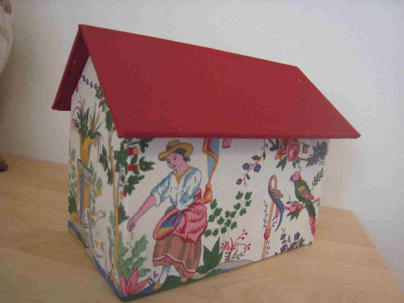 ハウス型 ブック型の箱_f0199750_1974780.jpg