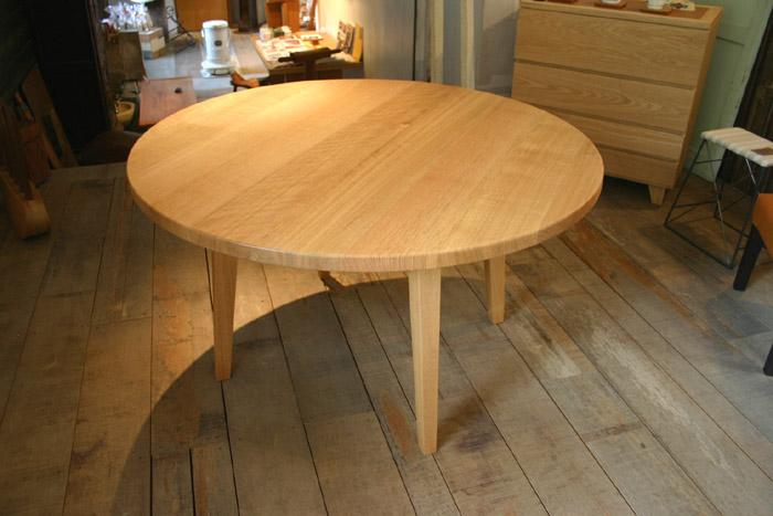 丸テーブルとキャビネット_f0171785_16211019.jpg