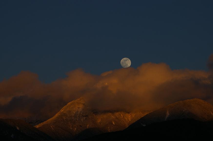 月は東に日は西に。_f0163491_17505975.jpg