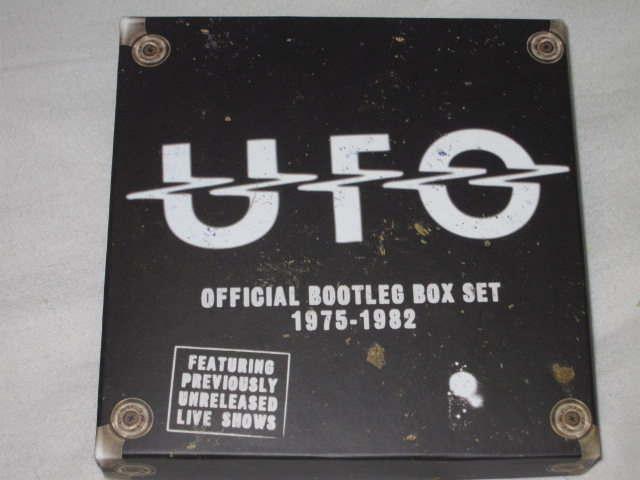 UFO / OFFICIAL BOOTLEG BOX SET 1975-1982_b0042308_1114727.jpg