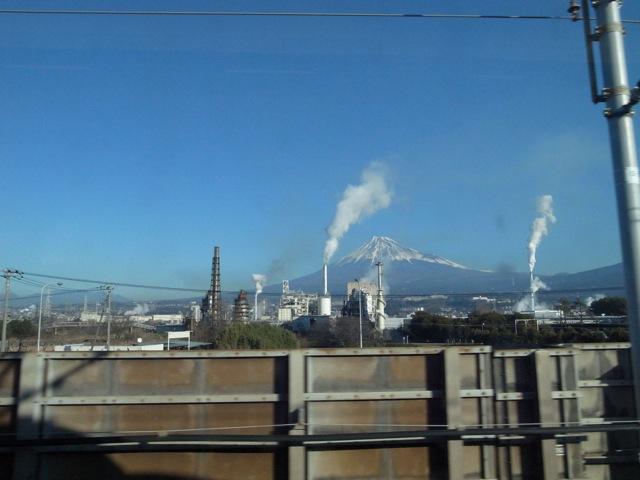 これはこれで日本の風景なのかもしれないけど,堂々と自慢しずらいなあ_d0057843_1731361.jpg