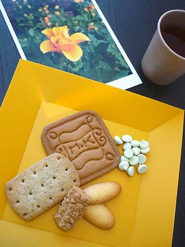村上開新堂のクッキーとdaikanyamamariaの薔薇のお紅茶で13年ぶりのティータイムは 永遠の思い出に☆.。†_a0053662_0315182.jpg