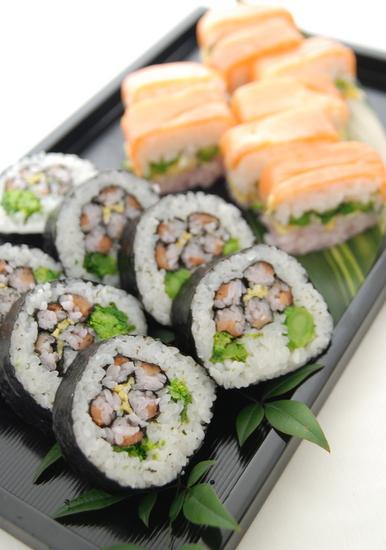 スモークサーモンと菜の花の紅白押し寿司_a0103712_054873.jpg