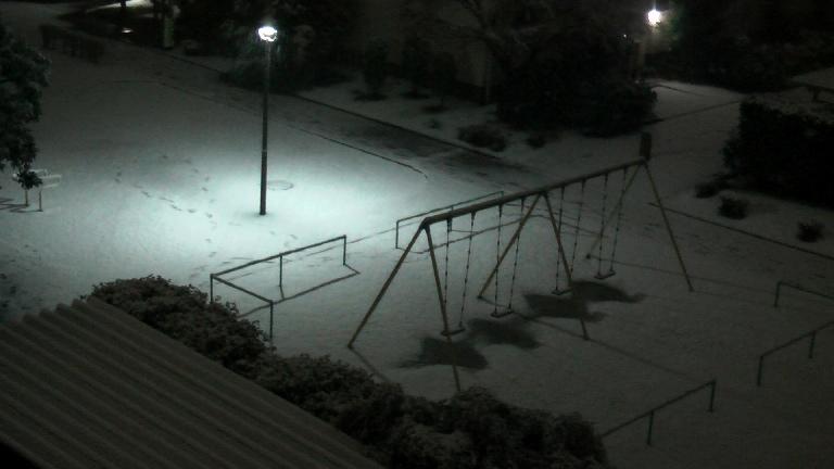 東京に雪が積もり始めました_f0153529_23383653.jpg