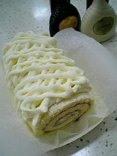 純白ロールケーキ