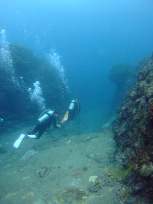 これが海底遺跡だぁ~        与那国島_e0184067_14392529.jpg