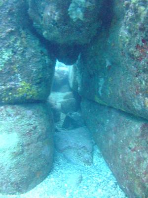 これが海底遺跡だぁ~        与那国島_e0184067_1439353.jpg