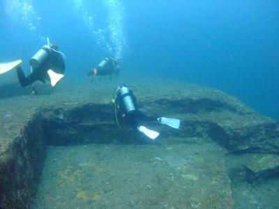 これが海底遺跡だぁ~        与那国島_e0184067_14405097.jpg