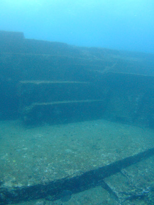 これが海底遺跡だぁ~        与那国島_e0184067_1440829.jpg