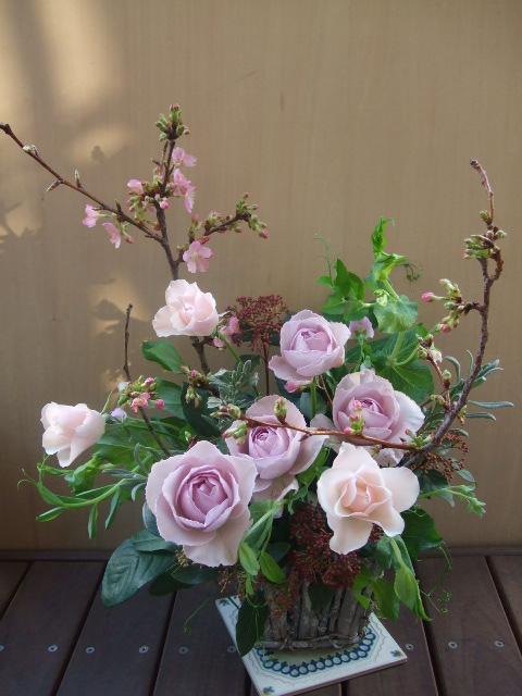 オークリーフ(河津桜とバラのアレンジメント)_f0049672_1426279.jpg