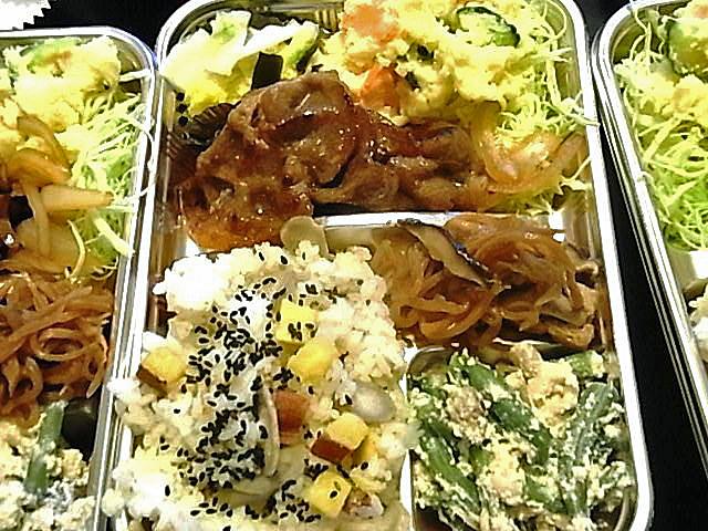 今日のお弁当 -豚肉生姜焼き弁当(セミ オーガニック)_e0061902_15505492.jpg