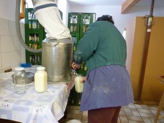 牧場の牛乳_e0003943_21364582.jpg