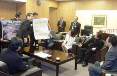 嘉手納町議会が統合反対訴え_f0150886_1250340.jpg