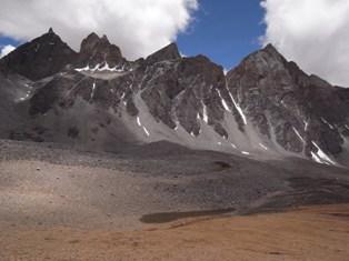 無名峰の聳える国_e0111396_014184.jpg