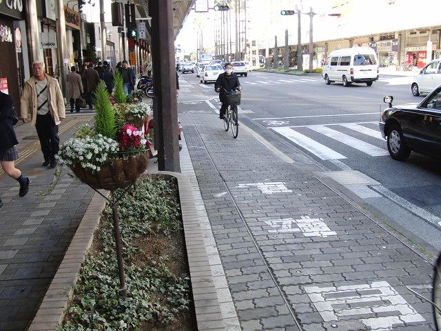 自転車専用レーンがずいぶん前からある?街・宮崎市_f0141310_05564.jpg