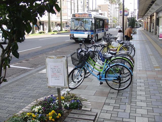 自転車専用レーンがずいぶん前からある?街・宮崎市_f0141310_062796.jpg